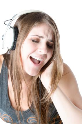 female vocalist singing in biggest vocal range